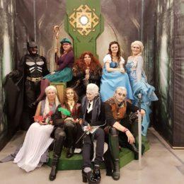 Вечеринка героев из фильмов и книг