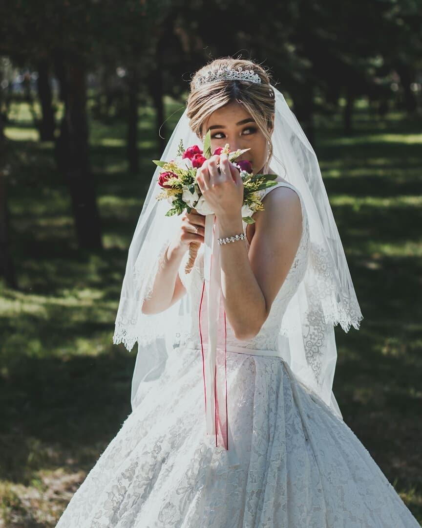 Ведущий на свадьбу недорого